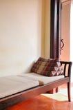 在沙发椅子的泰国样式枕头 免版税库存照片