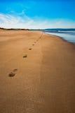 在沙子乡愁概念的Aberdovey Aberdyfi威尔士Snowdonia英国浩大的美好的海景假日目的地脚印 免版税库存照片