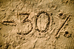 30在沙子写的信 库存照片