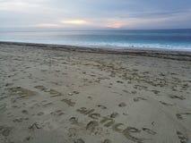 在沙子写的座右铭 免版税库存照片