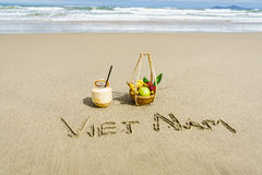 在沙子写的越南 库存照片