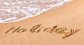 在沙子得出的书面假日 免版税图库摄影