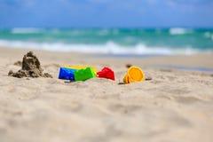在沙子海滩概念的孩子戏剧 库存照片