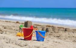 在沙子海滩概念的孩子戏剧 库存图片