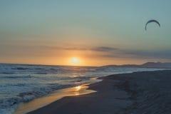 在沙子海滩的日落在海Ada Bojana 库存照片