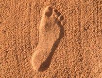 在沙子的一个脚印 免版税库存照片