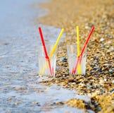 在沙子的两块玻璃 免版税库存照片