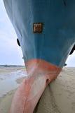 在沙子的大渔船 免版税库存图片