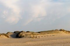 在沙子的小沙丘 免版税库存图片