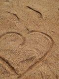 在沙子的心脏 免版税库存图片