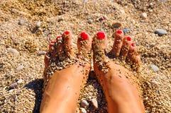 在沙子的脚 免版税库存照片