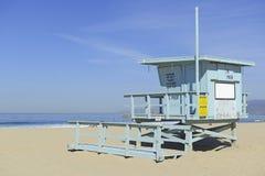 在沙子的救生员立场,威尼斯海滩,加利福尼亚 免版税库存图片