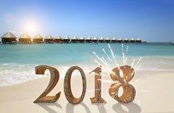 在沙子的新年题字2018年在海滩 免版税库存图片