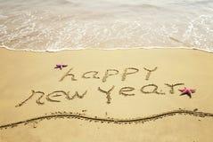 在沙子的新年好消息 免版税库存照片