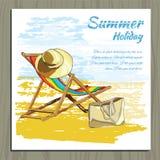 在沙子的旅行五颜六色的热带设计可躺式椅与帽子 免版税库存照片