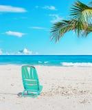 在沙子的椅子 免版税库存图片