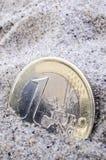在沙子的欧元 免版税库存图片