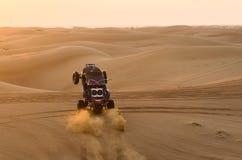在沙子的沙地汽车 免版税图库摄影