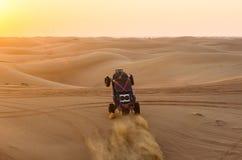 在沙子的沙地汽车 库存图片