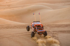 在沙子的沙地汽车 免版税库存照片