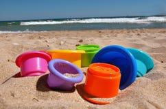 在沙子的玩具 免版税图库摄影