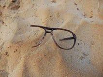 在沙子的玻璃 库存图片