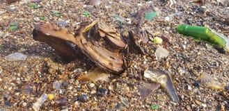在沙子的生锈的金属 免版税库存图片