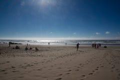 在沙子的脚印在海滩 库存图片