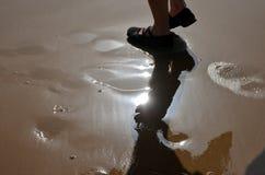在沙子的脚印 库存照片