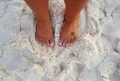 在沙子的脚趾 库存图片