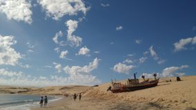 在沙子的船 库存照片