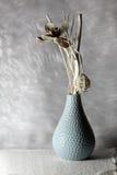 在沙子的花瓶 免版税库存图片