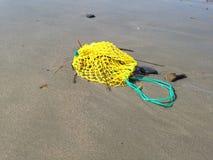 在沙子的诱饵袋子 免版税库存照片