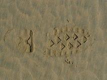在沙子的起动印刷品 库存图片