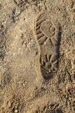 在沙子的起动印刷品 免版税库存图片