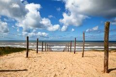 在沙子的路径对在北海的海滩 库存照片