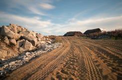 在沙子的轮胎标记 库存图片