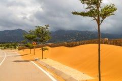 在沙子的边路盖子 库存照片