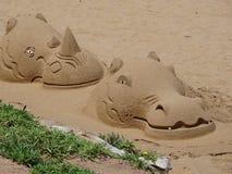 在沙子的野生生物雕塑 免版税库存图片