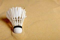 在沙子的集合胆怯shuttlecock,羽毛球比赛的 库存图片