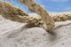 在沙子的绳索 免版税库存照片