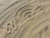 在沙子的Wi-Fi标志 免版税库存照片