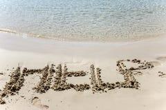 在沙子铭刻的文本帮助 免版税库存图片