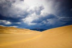 在沙子雷暴的沙丘 免版税库存图片
