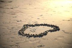 在沙子画的心脏 免版税图库摄影