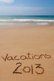 在沙子2013年写的假期在热带海滩 库存照片