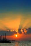 在沙扎海岸线的日落 免版税库存照片