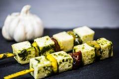在沙拉,乳酪,开胃菜的希脂乳 免版税库存照片