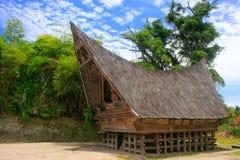 在沙摩西岛海岛,苏门答腊,印度尼西亚上的传统Batak房子 免版税库存图片