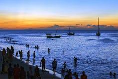 在沙滩的一艘传统单桅三角帆船有大海背景, Za 免版税库存图片